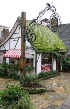 A guide to visiting Carmel-by-the-sea California. What to see and do in Carmel, near Monterey on the California Coast drive. What To Do Before You Travel B Carmel California, California Coast, Monterey California, World Of Wanderlust, Fairytale Cottage, Carmel By The Sea, Big Sur, Store Fronts, Countryside