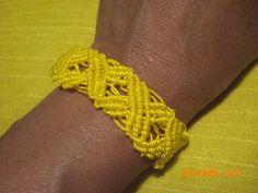 brazalete con nylon amarillo