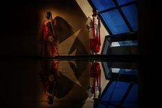Indian bride and groom portraits with reflections at Grand Oasis Cancun, Mexico. Juan Euan, Indian Wedding Photography.
