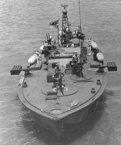 Navy PT (Patrol Torpedo) boat.  (902×1086)