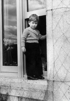 Un petit garçon aventurier: le prince Charles Tous les bébés royaux par ici: http://www.gala.fr/l_actu/les_indiscretions_du_gotha/bebes_royaux_saurez-vous_les_reconnaitre_294299