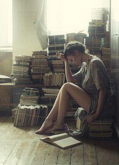 Photographer Давид Д (David Dubnitskiy) - No title I Love Books, Books To Read, My Books, Robert Doisneau, David Dubnitskiy, Book People, Woman Reading, Reading Time, Film