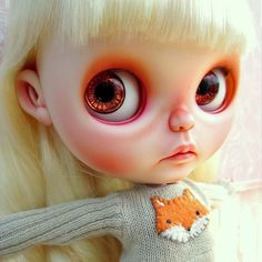 Meet Pipa #blythe #blythedoll #blythedollcustom #nerdydoll #repaint #carving #faceup #customdoll #fox #plushimi #quirkydoll #bigears #blythewithbigears
