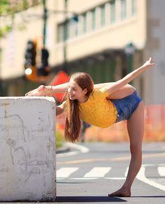 Comia fodase kkk Preteen Girls Fashion, Teen Girl Outfits, Sporty Girls, Cute Young Girl, Cute Girls, Anna Mcnulty, Beautiful Yoga Poses, Flexibility Dance, Flexible Girls