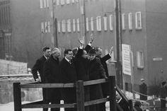 Winke:  Zum späteren US-Präsidenten Richard Nixon (M.) hatte Brandt ein...