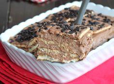 Semifreddo biscotti cioccolato: la mattonella di biscotti facilissima con una mousse al cioccolato senza uova e senza cottura. Golosità allo stato puro.