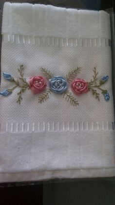 Towel Embroidery, Hand Embroidery Flowers, Silk Ribbon Embroidery, Hand Embroidery Designs, Folding Fitted Sheets, Projects To Try, Weaving, Floral, Hand Towels