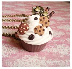 DeviantArt: More Collections Like Kawaii bear biscuit necklace - polymer clay by TenereDelizie Polymer Clay Cupcake, Cute Polymer Clay, Cute Clay, Polymer Clay Miniatures, Fimo Clay, Polymer Clay Charms, Polymer Clay Jewelry, Fimo Kawaii, Crea Fimo