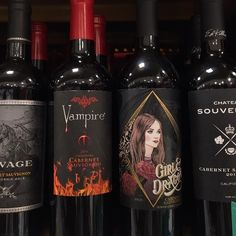 I need this wine. Grunge Goth, Soft Grunge, Vampires, Punk, Grunge Style Outfits, Slytherin, Gothic, Red Aesthetic, Castlevania