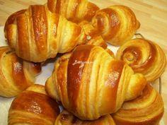 Kovászos Croissant hosszú érleléssel | Betty hobbi konyhája Croissant, Pretzel Bites, Baked Potato, Bread, Baking, Ethnic Recipes, Food, Bread Making, Meal