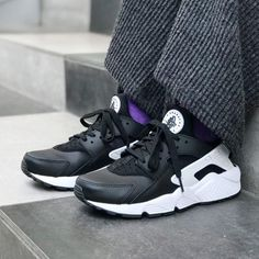 4587fd7f541 NIKE AIR HUARACHE RUN BLACK   WHITE LIMITED EDITION  Nike  RunningShoes