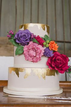 If You Want To Add A Sparkle Of Gold Your Wedding Make It With The Cake These Leaf Delicious Beauties Are Perfect For Adding Little Glam Withou