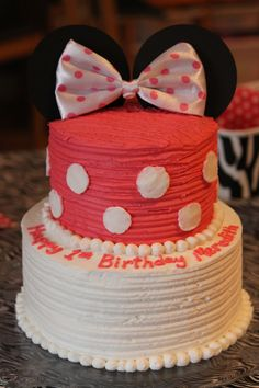 Minnie Mouse Cake I want this for Aubreys 1st birthday Things I