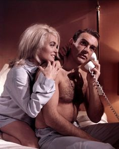 Shirley Eaton and Sean Connery (Goldfinger - 1964)
