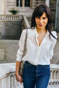 Parisian chic - simple white shirt tucked into flattering Jeans. Classic White Shirt, Crisp White Shirt, White Shirts, White Blouses, Parisienne Chic, Cool Street Fashion, Street Style, Fashion Week 2015, White Button Down
