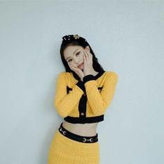 Your source of news on YG's current biggest girl group, BLACKPINK! Blackpink Jennie, Yg Entertainment, South Korean Girls, Korean Girl Groups, Divas, My Little Beauty, Rapper, Kim Jisoo, Park Chaeyoung