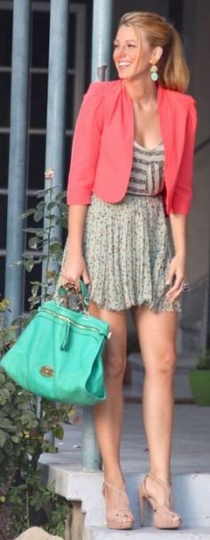 i love her and her turquoise bag!!1