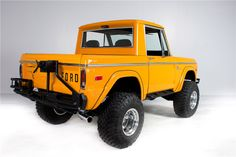 ★ Psychoactivelectricity ★ Old Ford Bronco, Bronco Truck, Early Bronco, Jeep Truck, Classic Bronco, Classic Ford Broncos, Classic Trucks, Classic Cars, Broncos Pictures