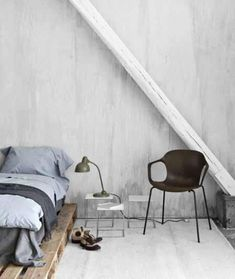 Love the simplicity. Kinda looks like that bedroom I slept in when we went to the sea last year...