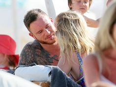 Pin for Later: Ellie Goulding Chats It Up With a Mystery Man on the Beach in France