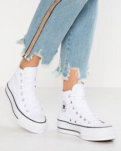 A imagem pode conter: sapatos Mode Converse, High Top Converse Outfits, Sneakers Mode, White Sneakers, Sneakers Fashion, Converse Tumblr, Casual Outfits, Chuck Taylor Outfit, Converse Chuck Taylor All Star
