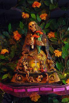 Mexico Lindo Mercado y Galeria presents: Entre Dos Mundos ~ Between Two Worlds: Dia de los Muertos at Mexico Lindo Mexican Crafts, Mexican Folk Art, Santa Muerte Altar, Day Of The Dead Artwork, Mexico Day Of The Dead, Samhain Halloween, Between Two Worlds, Mexico Art, Sugar Skull Art