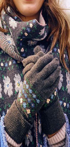 Warm hands = warm heart. Stay snuggly this #autumn with #hats, #scarves and #gloves.