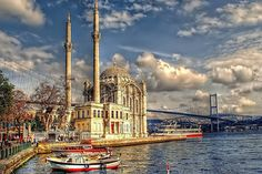 Istanbul is one of the world's most beautiful cities. Istanbul's most beautiful landscapes in this article with you. Istanbul is city of culture and civilization. Istanbul Tours, Istanbul City, Istanbul Travel, Istanbul Turkey, Istanbul Guide, Turkey Destinations, Best Honeymoon Destinations, Most Beautiful Cities, Beautiful Places To Visit