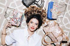 A loucura à primeira vista de passar o pincel em um artigo de luxo fez @olivialambiasioficial explodir no mundo fashion. As pessoas me paravam na rua para perguntar onde tinha comprado. Quando falava que eu mesma tinha feito elas me pediam para fazer o mesmo nas bolsas delas! Foi assim que as suas interferências artsy viraram desejo absoluto... . . . #shop #shoponline #fashionista #arte #art #moda #fashion #style #ootd #photooftheday #picoftheday #decor #design #cool #look #beautiful…