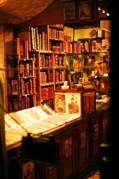 #Bookstore interior.... let's browse! #readbooks