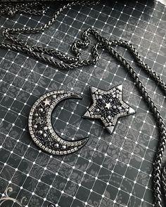 341 отметок «Нравится», 1 комментариев — @kaunista_jewelry в Instagram: «UPD:❌ПРОДАН❌Сет из двух брошей Размеры (в крайних точках!) : звезда - 4,5 см. месяц - 6 х 5 см.…»