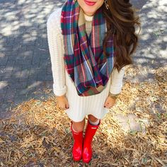 Love this sweater dress and plaid scarf  Caitlin Covington, Southern Curls and Pearls