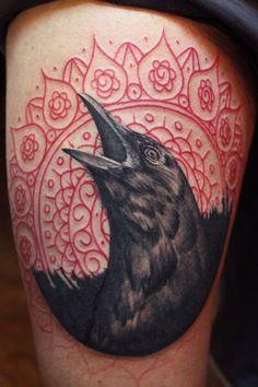 Raven Tattoo mit nordischen Motiven