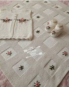 Best 12 Mikeisha's Baby Blanket - Super easy pattern for a textured crochet Baby Blanket with bobbles (popcorn stitch Knitting For Kids, Easy Knitting, Baby Knitting Patterns, Baby Patterns, Knitting Projects, Crochet Patterns, Knit Baby Sweaters, Knitted Baby Blankets, Baby Blanket Crochet