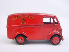 Vintage Stuff and Antique Designs Metal Toys, Tin Toys, Wooden Toy Train, Wooden Toys, Antique Toys, Vintage Toys, Corgi Toys, Matchbox Cars, Toy Trucks