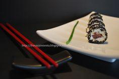 fresa & pimienta: Maki sushi de queso de oveja, anchoa y tomate.