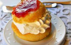 RETETE DE PRAJITURI FESTIVE - Rețete Fel de Fel Romanian Desserts, Romanian Food, Romanian Recipes, Savarin, Food Cakes, Cake Recipes, Sweet Tooth, Goodies, Cooking