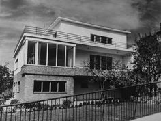 Bauhaus, Old Pictures, Old Photos, Streamline Moderne, Art Deco Home, Budapest Hungary, Historical Photos, Planer, Interior And Exterior