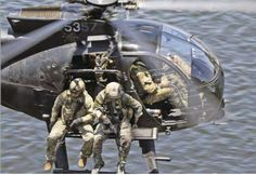 US and Canadian SOF hitching a ride on an x Military Helicopter, Military Aircraft, Rc Helicopter, Sniper Training, Special Operations Command, Military Special Forces, Special Ops, War Photography, Air Show