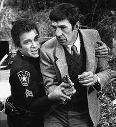 """La morte di Leonard Nimoy: William Shatner e Leonard Nimoy in un episodio del telefilm """"T.J. Hooker"""" nel 1983 - Il Post"""