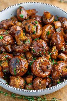 Vegan Balsamic Soy Roasted Garlic Mushrooms (Healthy Vegan Fall Recipes for Dinn. - Vegan Balsamic Soy Roasted Garlic Mushrooms (Healthy Vegan Fall Recipes for Dinner) - Side Dish Recipes, Vegetable Recipes, Vegetarian Recipes, Cooking Recipes, Healthy Recipes, Healthy Mushroom Recipes, Mushroom Food, Mushroom Salad, Healthy Options