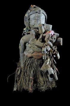 Le vaudouou vodou peut se définir comme une culture, un héritage, une philosophie, un art, des danses, un langage, un art de la médecine, un style de musique, une justice, un pouvoir, une tradition orale et des rites. Les ancêtres qui sont morts et leurs descendants vivant sont intimement liés. Les morts ne sont pas morts carles vivants font régulièrement appel à eux quand quelque chose ne va pas ou quand il faut implorer Dieu. Tout en étant dans l'au-delà, ils continuent de régenter la…