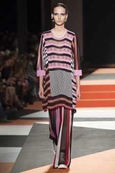 Missoni Spring 2016 Ready-to-Wear Collection Photos - Vogue 2016 Fashion Trends, Fashion News, Runway Fashion, High Fashion, Fashion Show, Fashion Design, Milan Fashion, Missoni, Spring Summer 2016