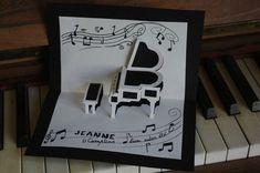 Voici un nouveau modèle de patron gratuit représentant un piano en kirigami. La représentation a été complété avec des découpes... Vous pouvez retrouver ce superbe modèle ici. Bonne créa à tous!!