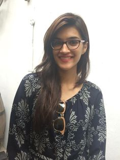 Kriti Sanon - Bollywood actress and celebrity Bollywood Photos, Bollywood Girls, Bollywood Stars, Indian Bollywood, Bollywood Fashion, Indian Celebrities, Bollywood Celebrities, Cute Girl Pic, Cute Girls