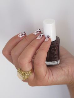 webbed oxblood ombre nails how to // perfect for fall!