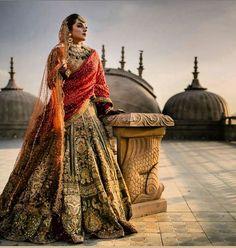 51 Most Beautiful Indian Bridal Makeup Looks and Clothing Ideas - Dulhan Images - AwesomeLifestyleFashion Indian Bridal Outfits, Indian Bridal Lehenga, Indian Bridal Fashion, Indian Bridal Wear, Pakistani Bridal, Indian Dresses, Bridal Dresses, Indian Wear, Wedding Lehnga
