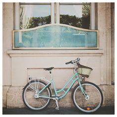 paris photograph, mint, paris bicycle photograph, bicycle photograph, turquoise, teal, wanderlust, color photograph, paris decor, bike op Etsy, 26,12€