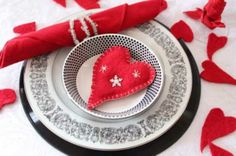 Simple Valentine Table Decor | ... with snowflakes and red napkin for table decoration on valentines day