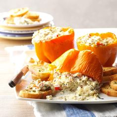 45 of Our Favorite Ways to Eat Bell Peppers Grilled Peppers, Roasted Peppers, Stuffed Pepper Soup, Stuffed Sweet Peppers, Goat Cheese Recipes, Dinner Entrees, Dinner Recipes, Cheese Spread, Partys